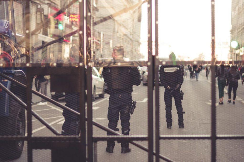 Qu'en est-il du droit de filmer des policiers?