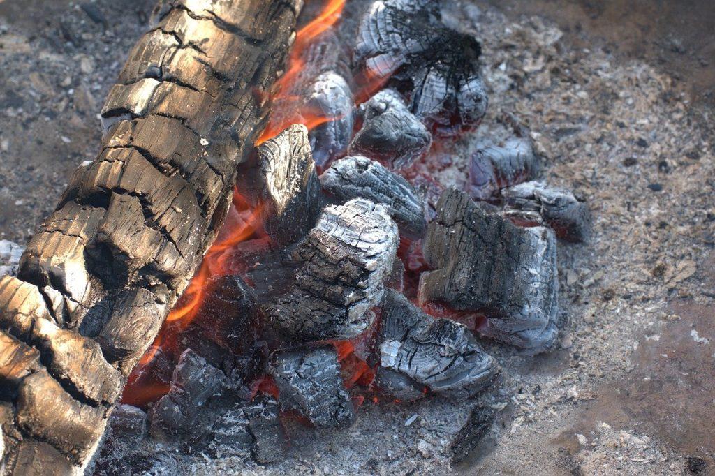 Droit : que puis-je faire brûler dans mon jardin ?